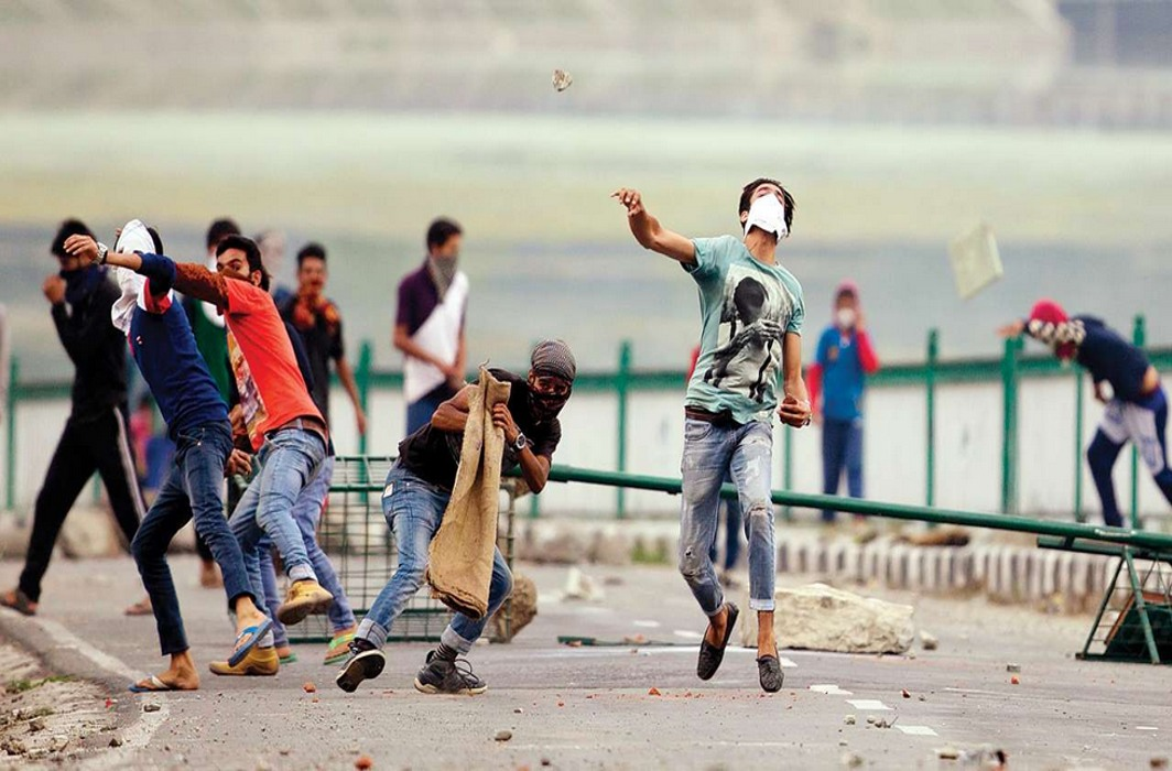 Stone pelters in Kashmir attack school bus, injure two school children