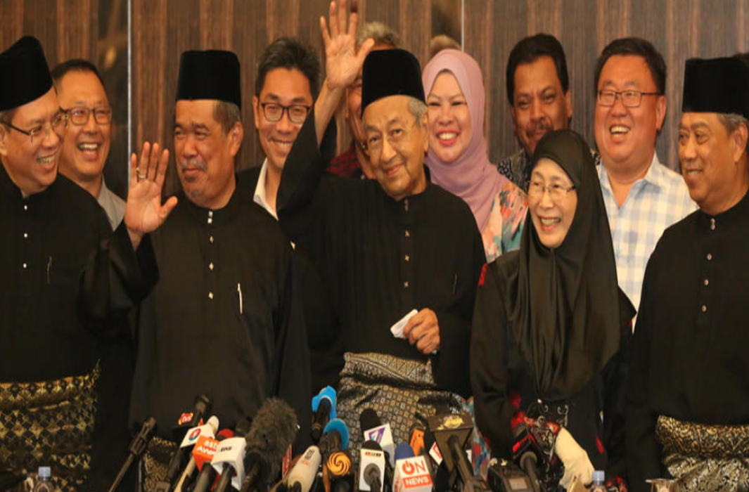 Outgoing Malaysian PM barred to travel abroad