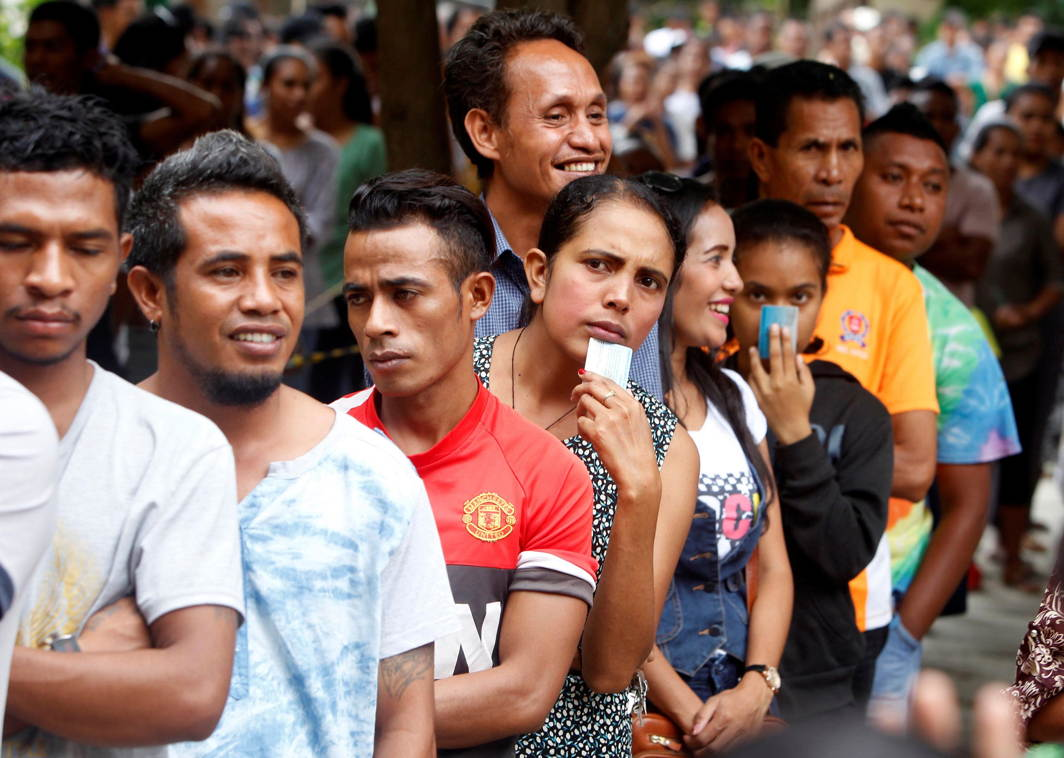 East Timorese line up to cast their vote in a general election at a polling station in Dili, East Timor, Reuters/UNI
