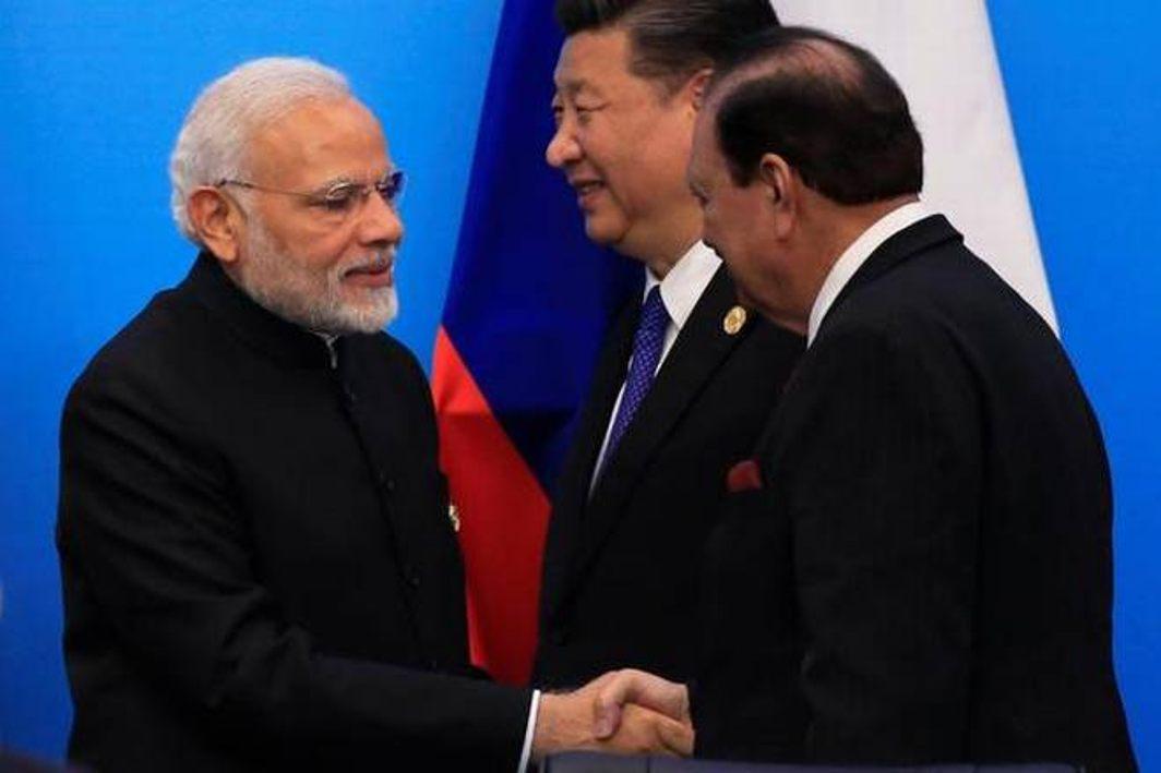 Modi shakes hand with Pakistan President Mamnoon Hussain