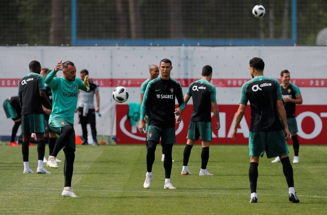 Cristiano Ronaldo (C) and his teammates attend a training session at Kratovo, Moscow Region, Russia, Reuters/UNI