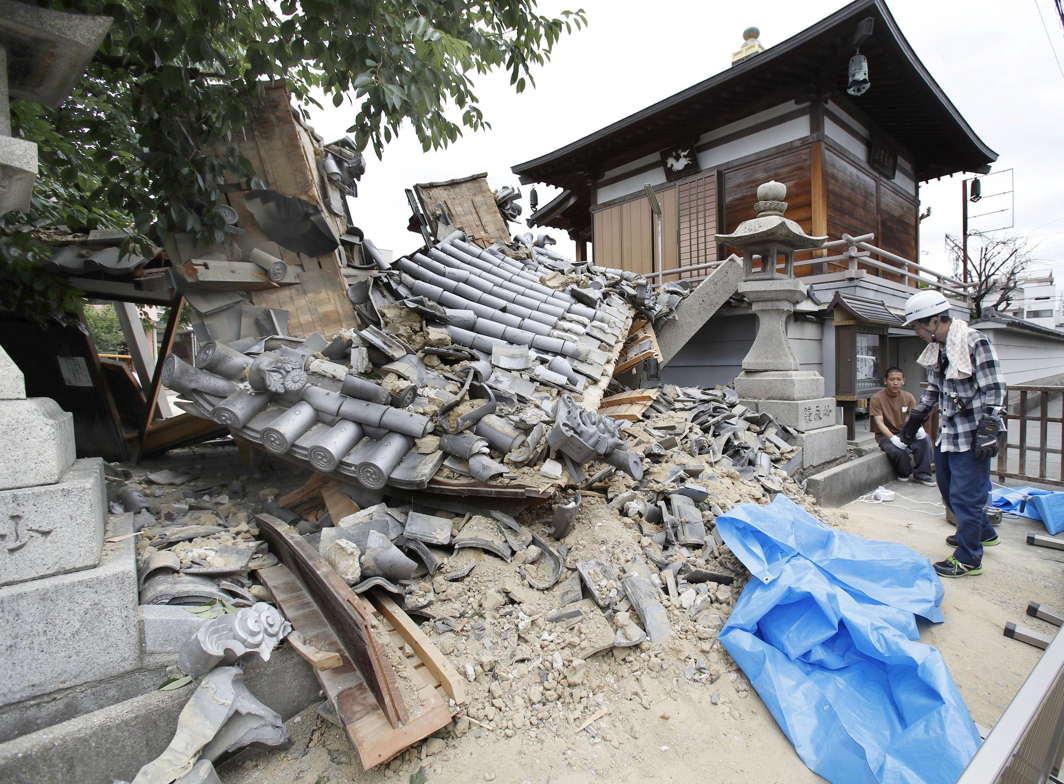 The Myotoku-ji temple in Ibaraki, Osaka prefecture, western Japan, damaged by an earthquake, Kyodo/Reuters/UNI