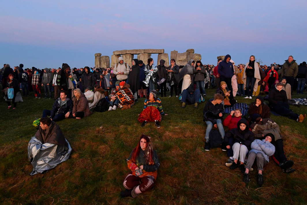Revellers wait before sunrise to welcome the Summer Solstice at Stonehenge stone circle in southwest Britain, Reuters/UNI