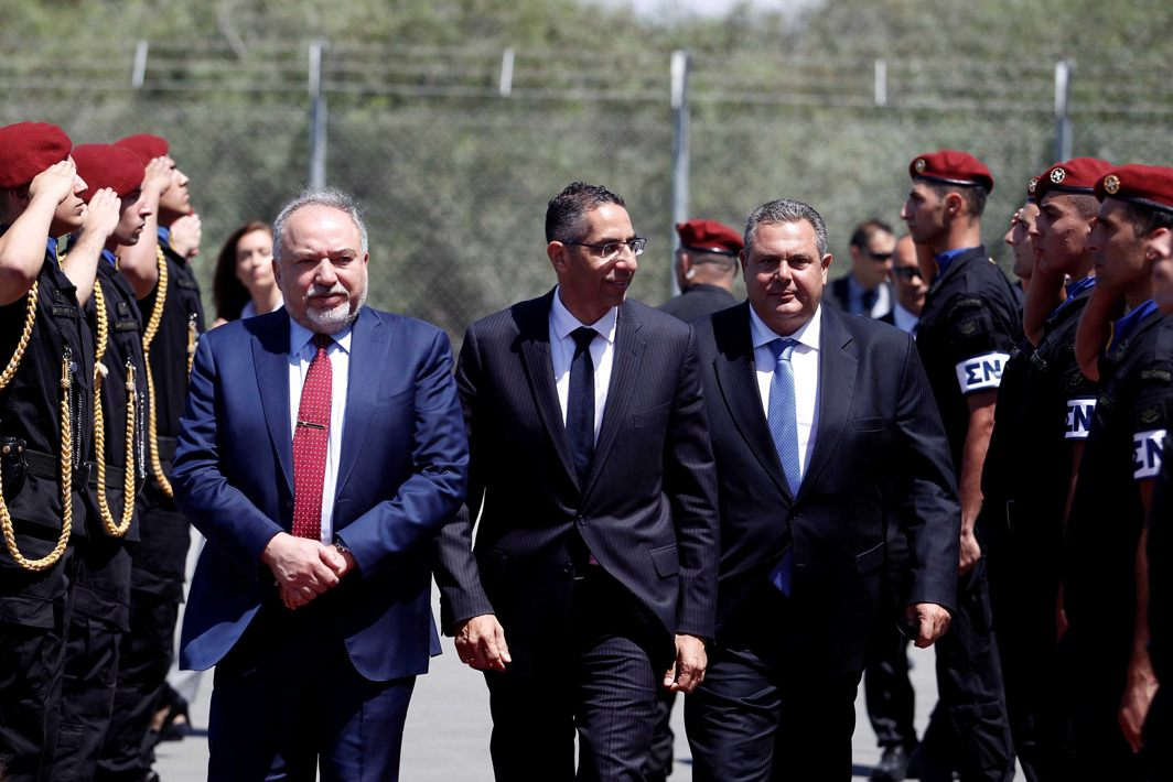 Cypriot Defence Minister Savvas Angelides (centre), Israeli Defence Minister Avigdor Lieberman (left) and Greek Defence Minister Panos Kammenos walk before a trilateral meeting in Larnaca, Cyprus, Reuters/UNI