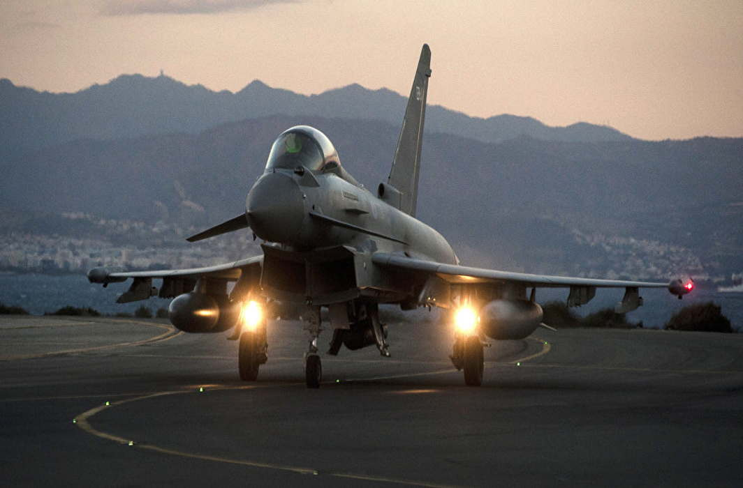British warplane hit Syrian forces near Iraq, Jordan border