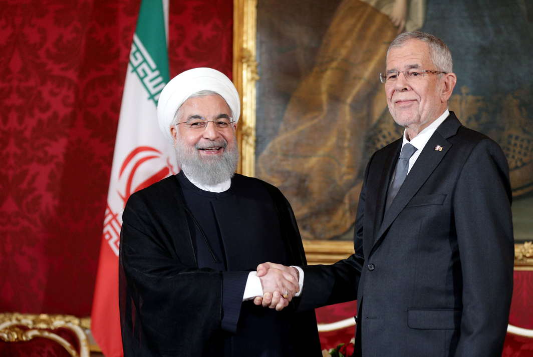 Iran's President Hassan Rouhani and Austrian President Alexander Van der Bellen shake hands at Hofburg Palace in Vienna, Reuters/UNI
