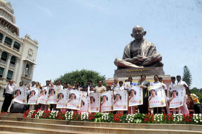 Karnataka Deputy Chief Minister G Parameshwara and Minister for Rural Development and Panchayati Raj Krishna Byre Gowda launches a Swachhameva Jayate campaign at Vidhana Soudha in Bengaluru, UNI