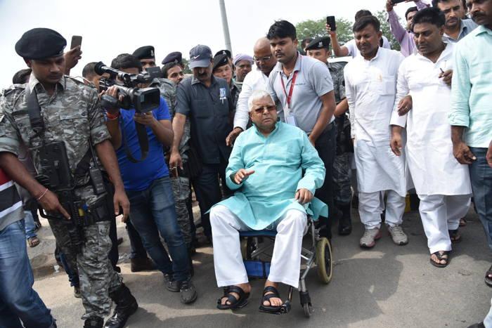 RJD chief Lalu Prasad Yadav leaves for treatment of heart ailment, in Patna, UNI