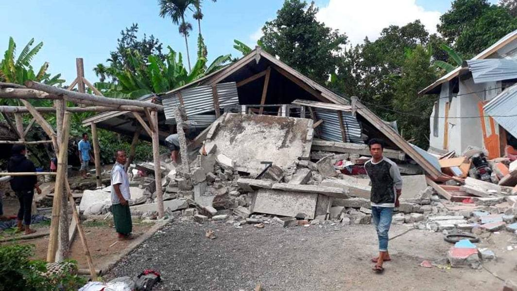 Indonesia quake toll touches 131, hundreds injured, 1.5 Lac homeless
