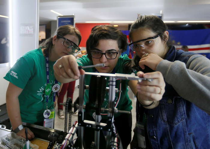 Robotics students compete in the FIRST Global Challenge at the Arena Mexico in Mexico City, Reuters/UNI