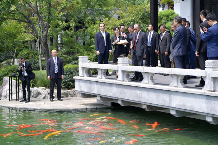 Malaysian Prime Minister Mahathir Mohamad feeds koi fish as he visits the headquarters of Alibaba Group with Alibaba's co-founder Jack Ma in Hangzhou, Zhejiang province, China, Reuters/UNI