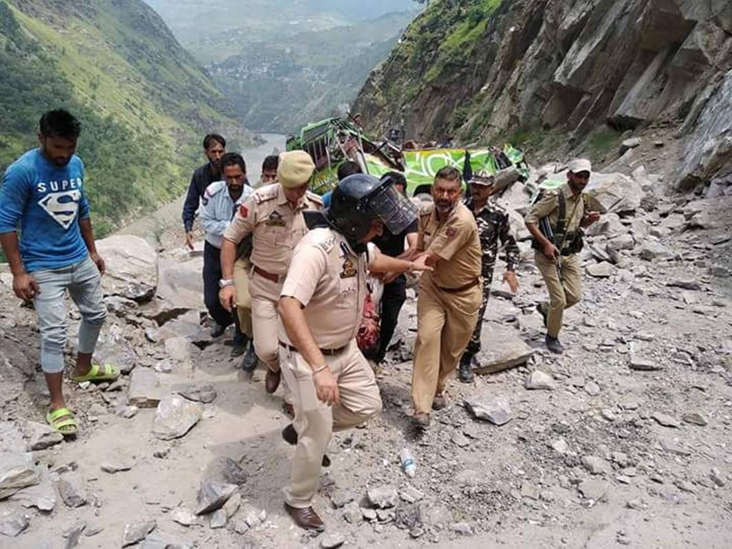 Police officials carry injured persons for treatment after two vehicles came under the debris of a landslide during Machhil Yatra on the Batote-Kishtwar National Highway No-1B at Thathri in Kishtwar district in Jammu and Kashmir. Four devotees were killed, UNI