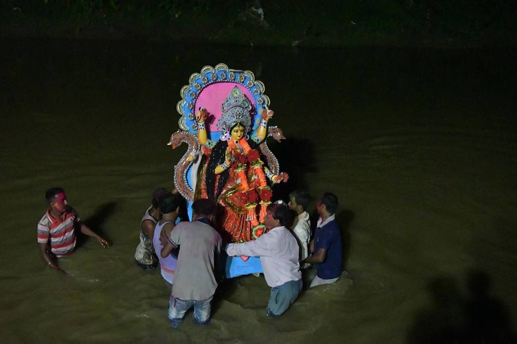 Devotees immerse the idol of Snake Goddess Manasha in the Hawrah river after worship in Agartala, UNI