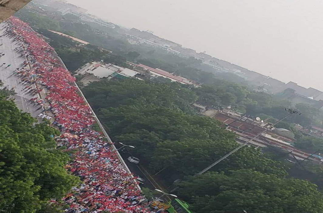 Farmers, workers take out mammoth rally demanding policy steps to improve income