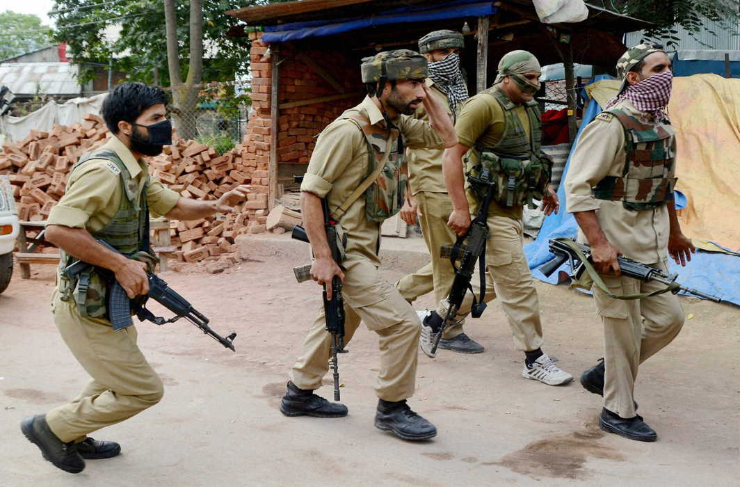 Militants kill 3 cops, including two SPOs in Shopian, J&K; four others resign