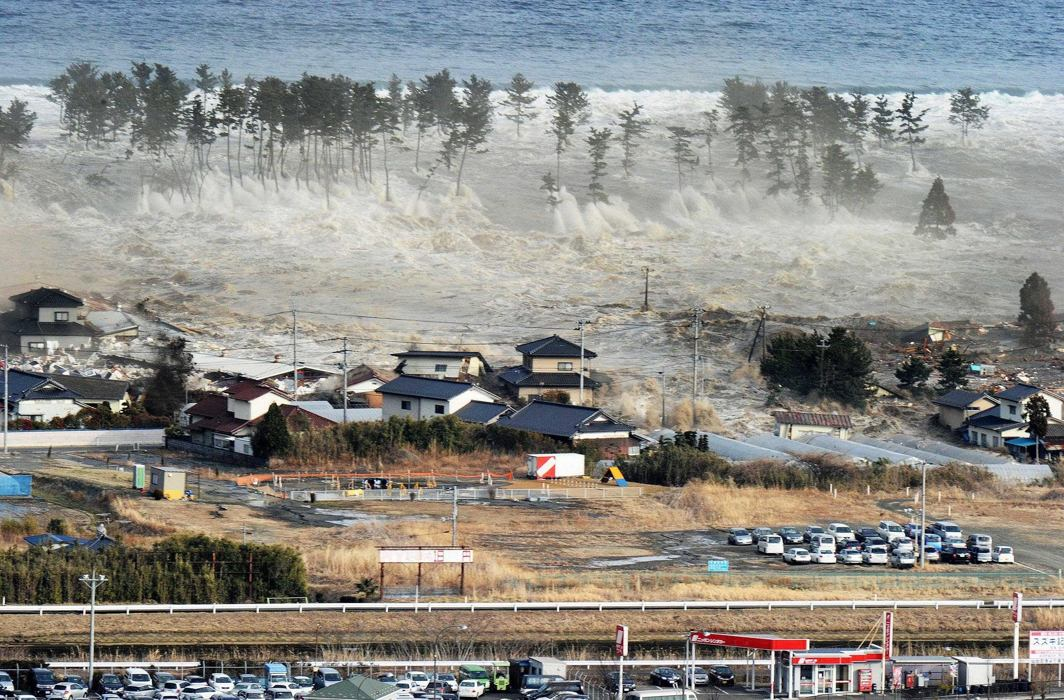 Indonesian quake-tsunami toll could reach thousands, mass burials begin