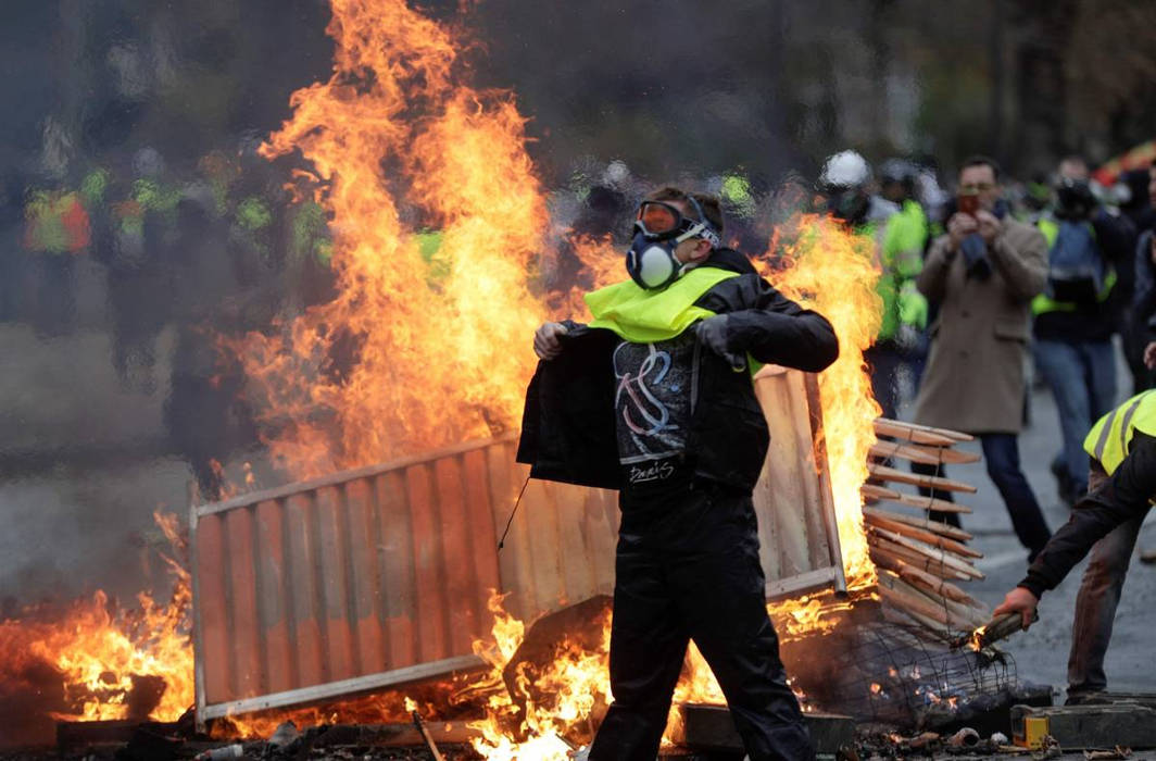 Paris on High Alert as 'Yellow Vest' protesters create mayhem, force city to shut down