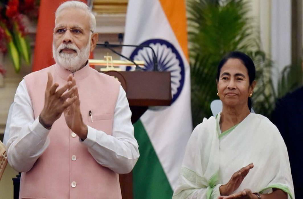 PM Modi uses Teleprompters to speak English: Mamata Banerjee