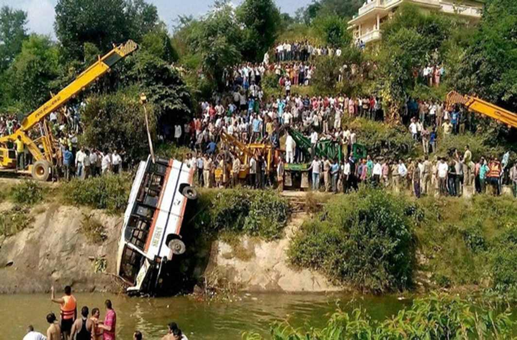 6 dead, many hurt in bus accident near Maharashtra's Palghar