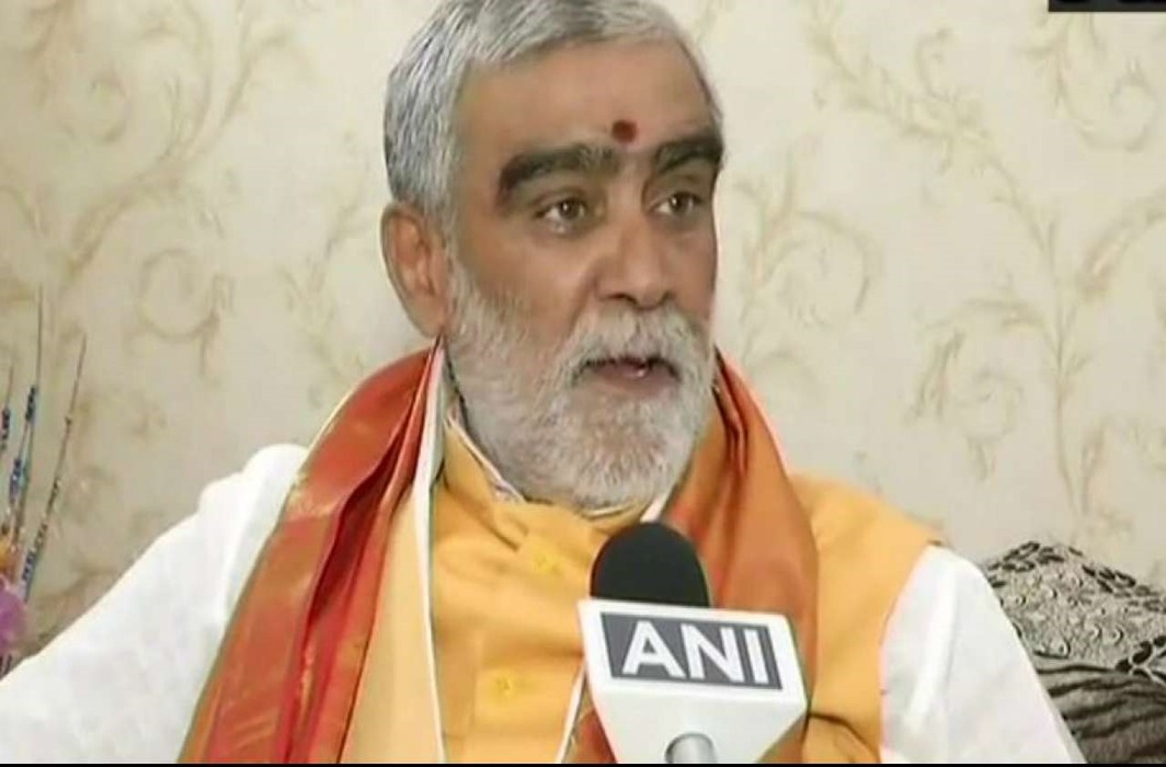 BJP leader Ashwini Choubey misbehaves with government officials after alleged MCC violation