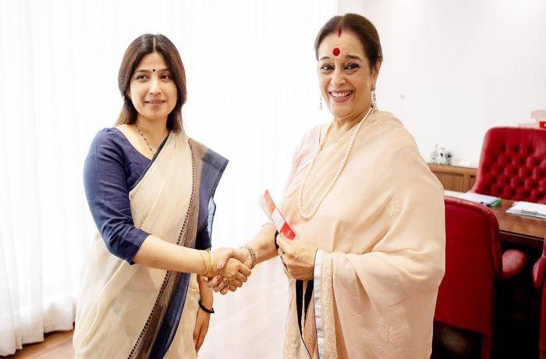 Shatrughan Sinha's wife Poonam Sinha joins Samajwadi Party to contest against Rajnath Singh