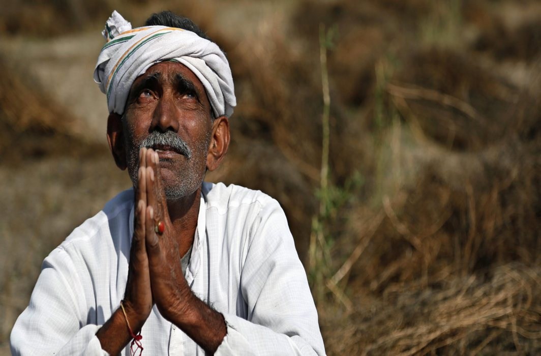 Crop damage, cattle deaths due to unseasonal rains: occasion for farmers to rate parties