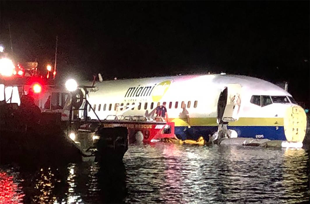 Boeing 737 with 143 on board slides into Florida River, 21 injured