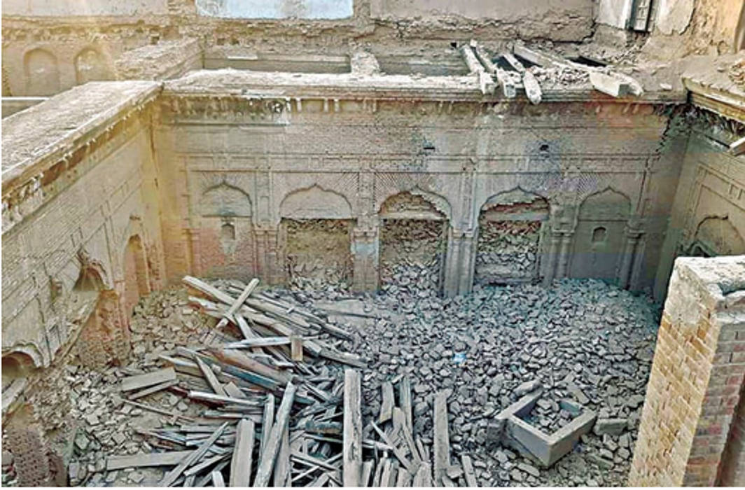 Historical Guru Nanak Palace partly demolished by vandals in Pakistan