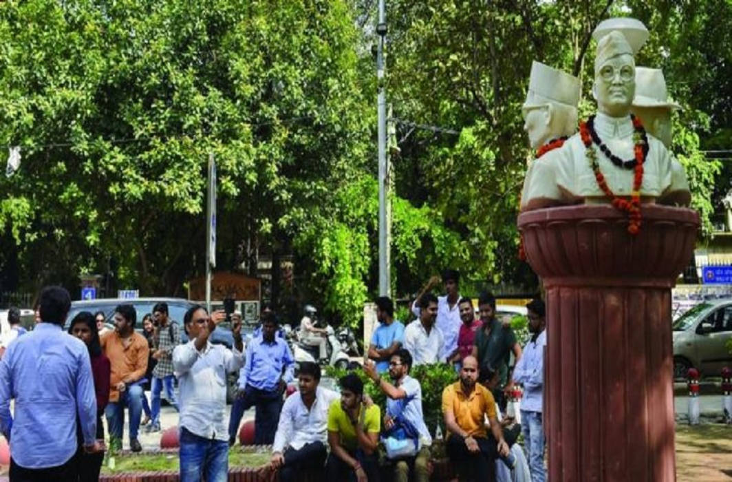 DUSU removes busts from campus: demands stringent action against those that blackened the busts