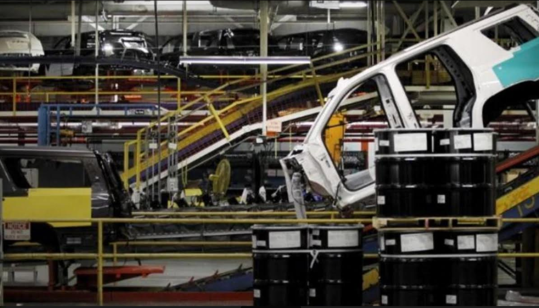 Automobile sector suffers worst fall in sales since 1998, Car and SUV sales slide further