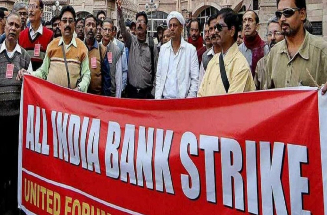 Bank unions to go on strike on Sep 26-27 against bank merger plan