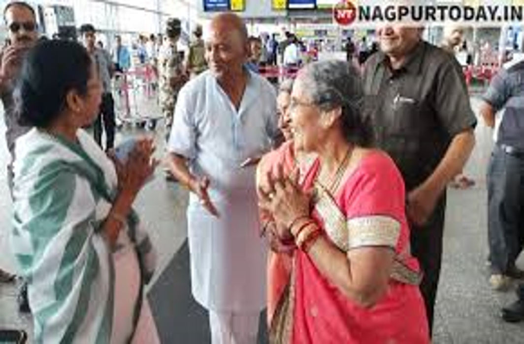 Mamata Banerjee runs into the PM's wife at Kolkata Airport