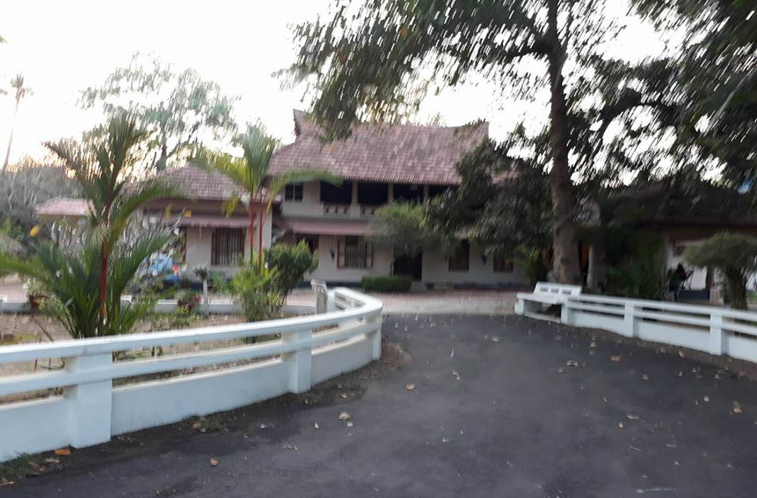 A traditional home in Kerala with modern amenities