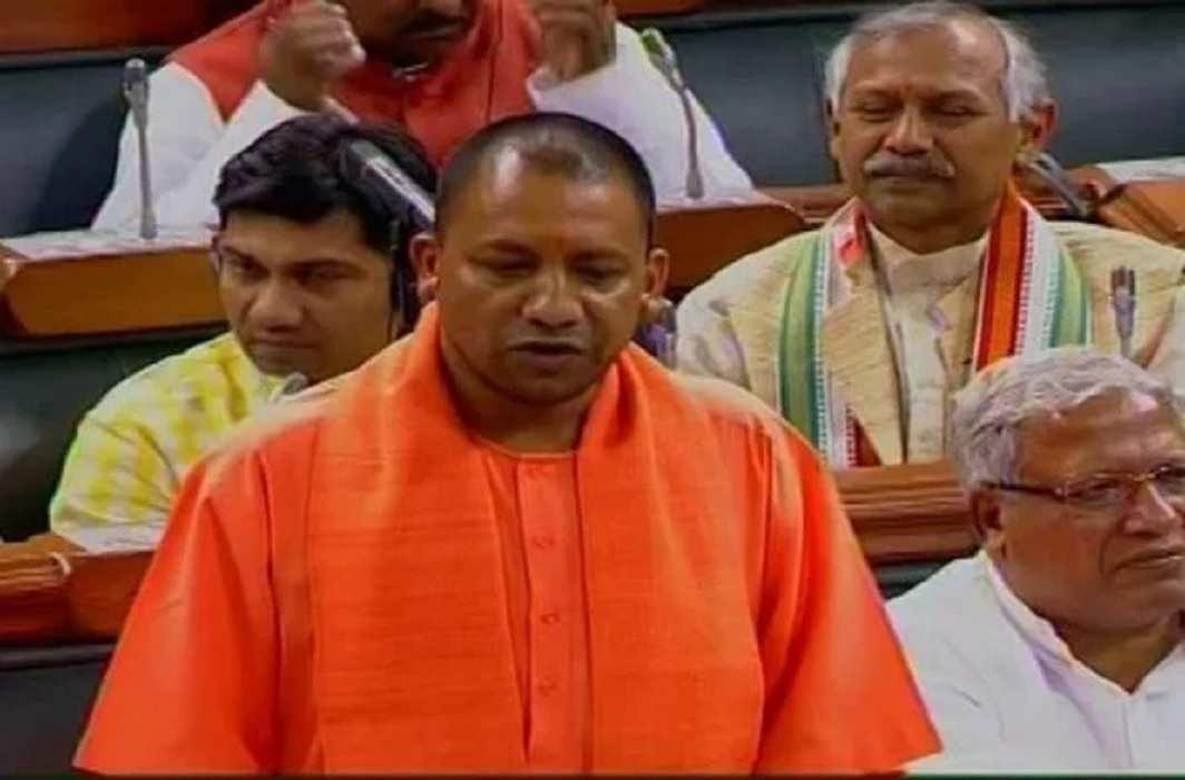 Image result for राजनाथ ने योगी की तारीफों के बांधे पुल...