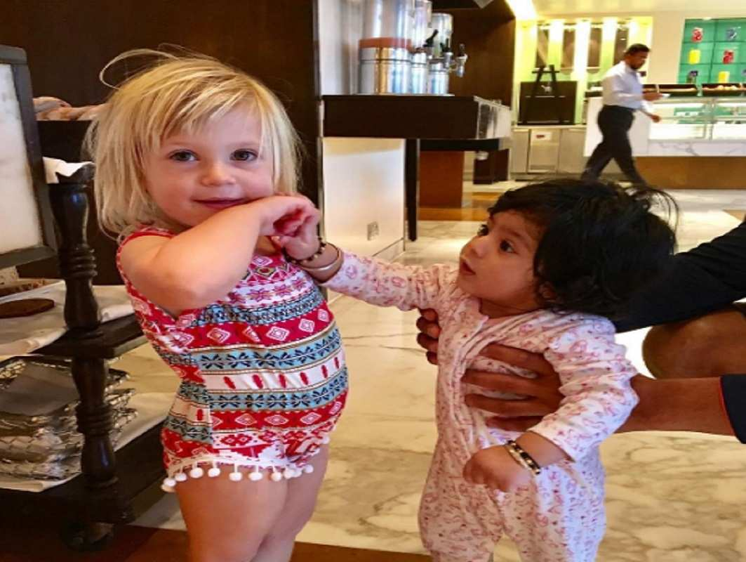 Pictures of the daughter of Harbhajan and jonty rhodes got viral