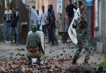 Stone-throwers stopped after internet service closed in Kashmir