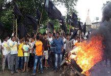 Farmers' movement violent about land acquisition in Maharashtra