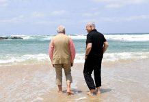 Wonderful sight of Modi and Netanyahu's friendship, walks of barefoot on the beach