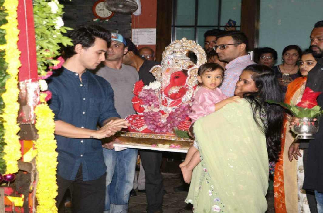 Salman's family made Ganpati's grand immersion