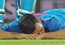 When Mahi slept during the match, a lot of discussion in tweet