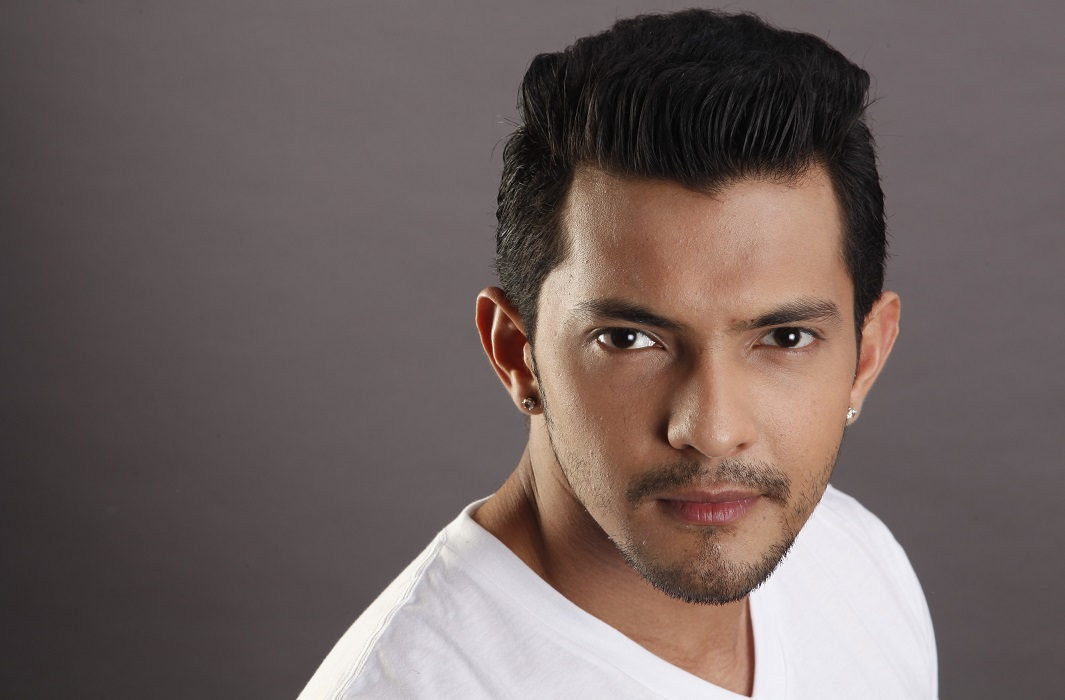 Aditya Narayan gave Threat To the airline officer said i will see you