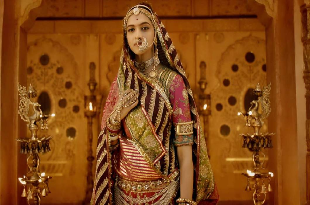 Deepika in Padmavati role and wearing 35 kg clothes and Jewelry