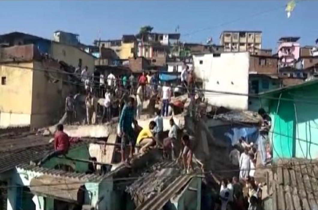 Mumbai: Three-storey building collapsed in Bhiwandi, CM Fadnavis ordered to investigate