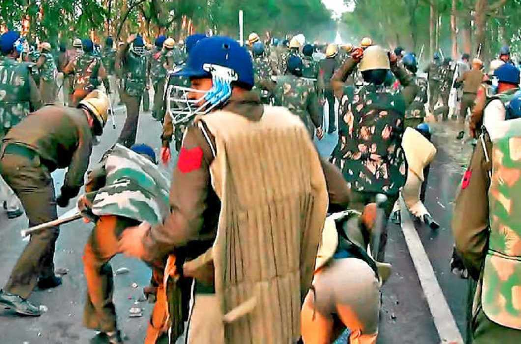 Jat demonstration violence in haryana and Internet services shut for 3 days in 13 districts