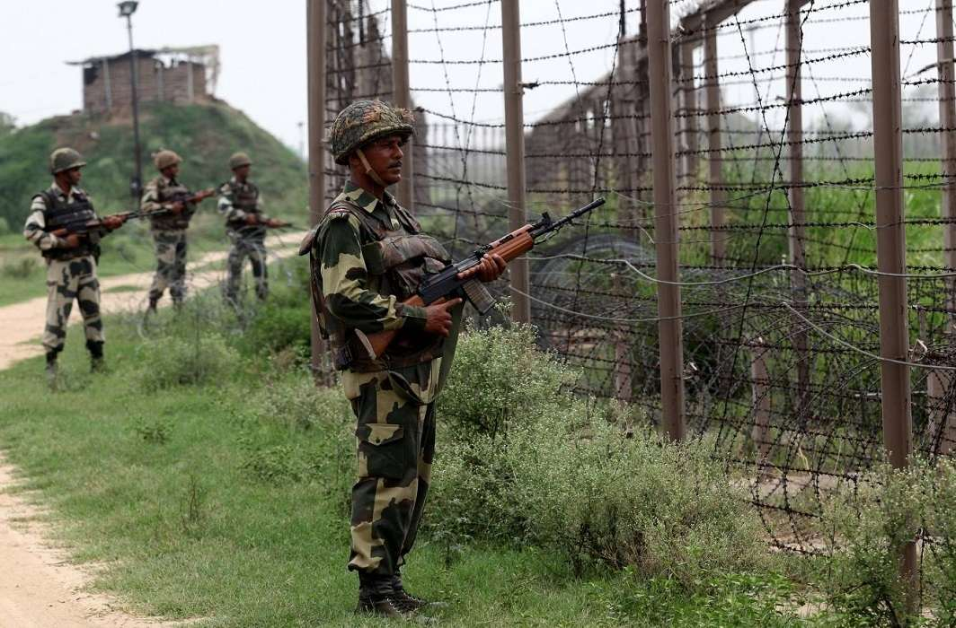 Pakistan again violates ceasefire, 4 jawans including one Major of Indian Army martyr