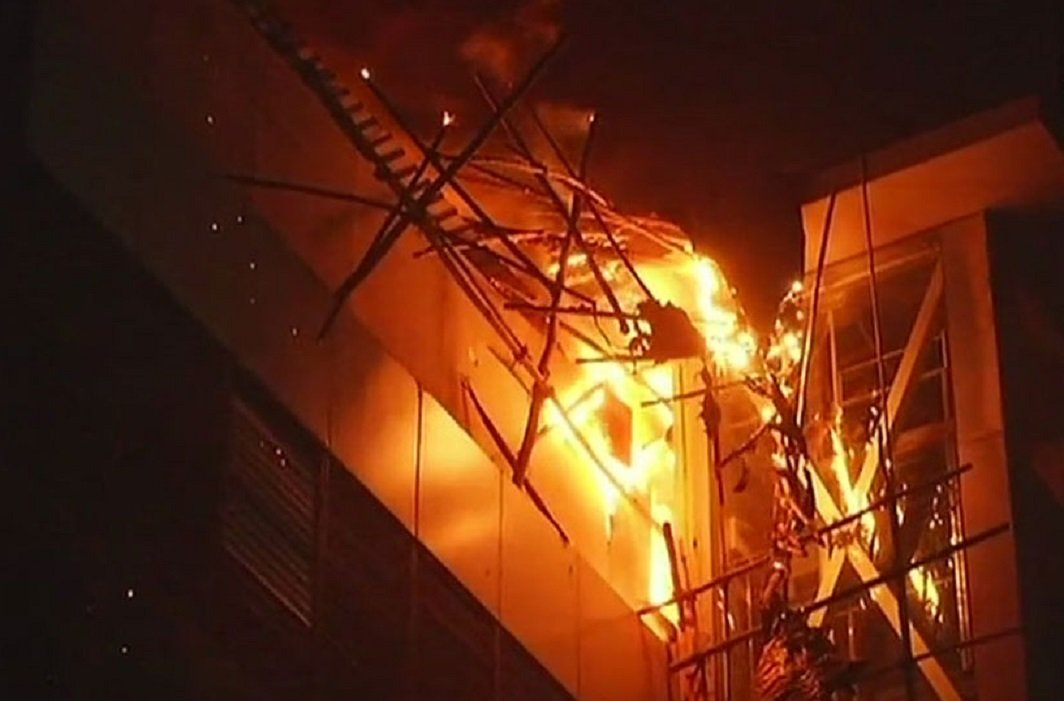 Massive Fire breaks out at Kamla Mills Compound in Mumbai , 14 dead