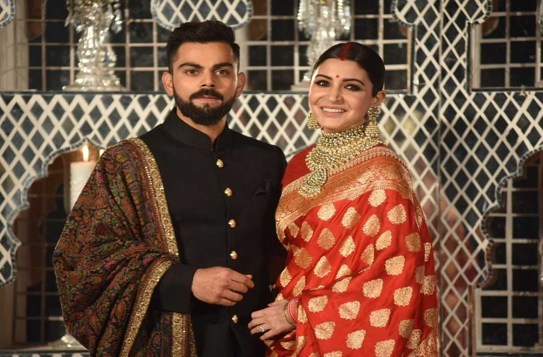 Anushka looked like a bride at reception party and Virat also did the match