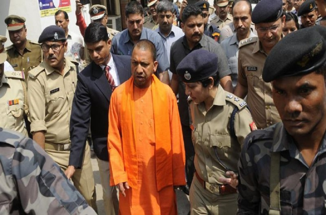Big mistake in safety of CM Yogi after PM Modi, jump in front of moving car