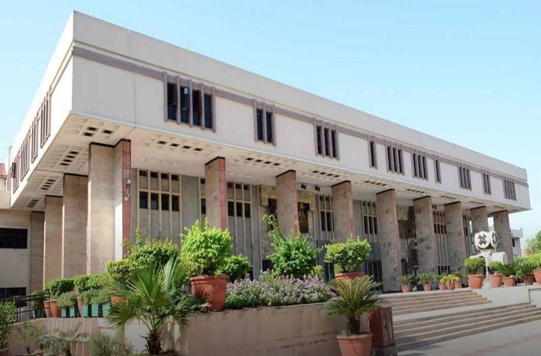 Delhi's spiritual ashram case: High court reprimands police