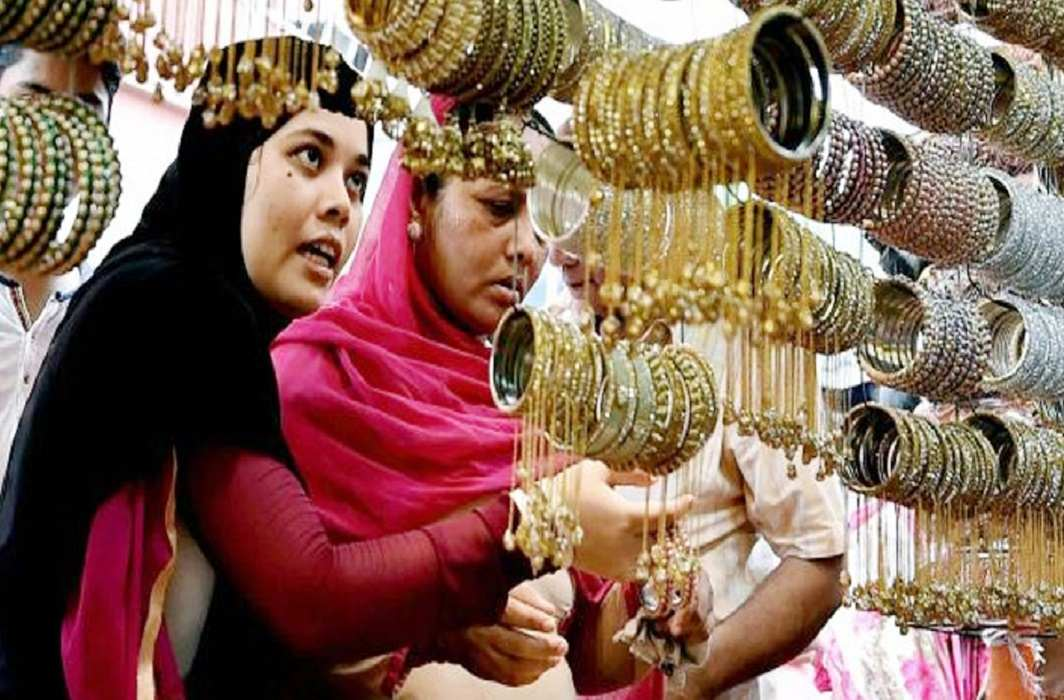 Fatwah on Muslim women, wearing bangles at the hands of foreign men and banning food together